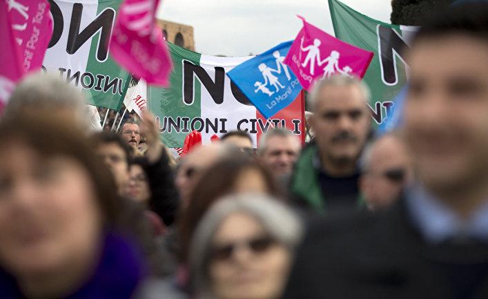 Люди на акции в поддержку семейных ценностей в Риме, Италия
