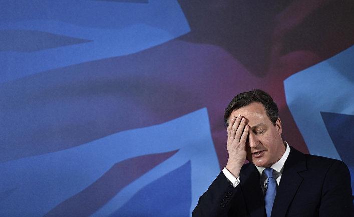 Премьер министр Великобритании Дэвид Кэмерон во время своей речи на предвыборной компании в графстве Суррей, Англия