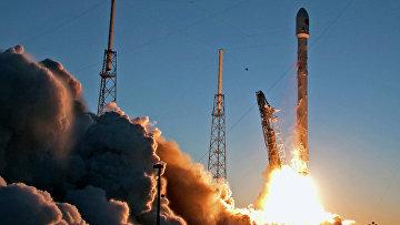 Запуск беспилотной ракеты Falcon 9 на мысе Канаверал в Кейп Канаверал, штат Флорида. 11 февраля 2015