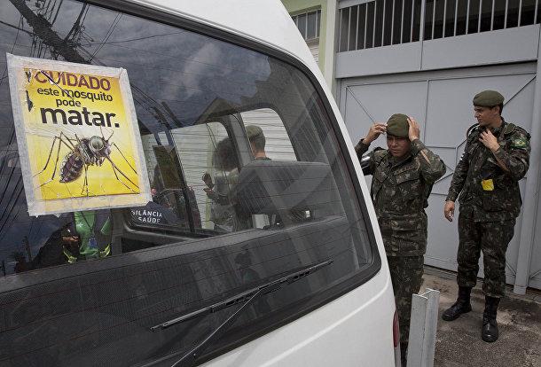 Солдаты Бразильской армии готовятся к операции по зачистке местности от комаров вида Aedes aegypti