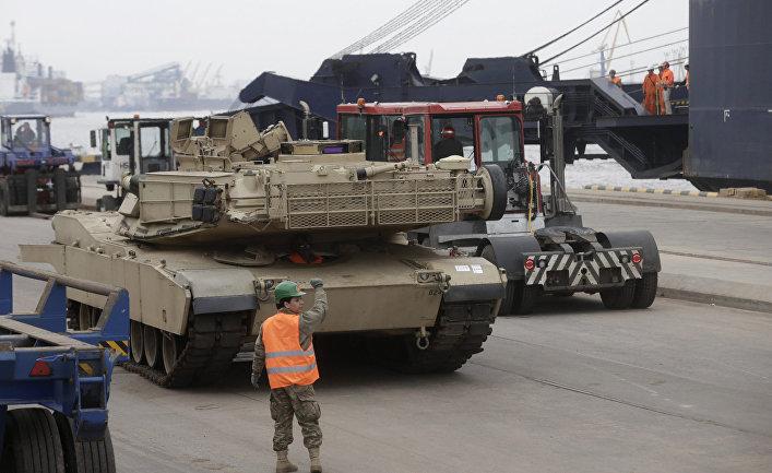 Американский танк Abrams в рижском порту