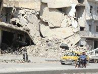 Местные жители на одной из улиц Алеппо, Сирия
