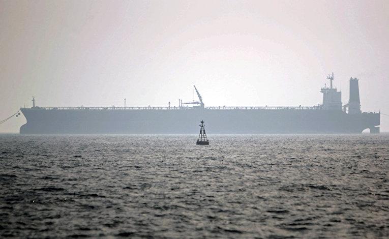 Нефтяной танкер в порту Персидского залива