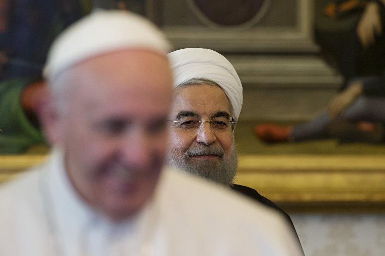 Папа Римский Франциск и президент Ирана Хасан Рухани в Ватикане