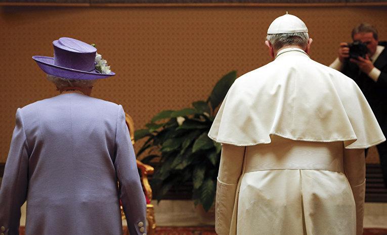 Королева Великобритании Елизавета II и Папа Римский Франциск в Ватикане