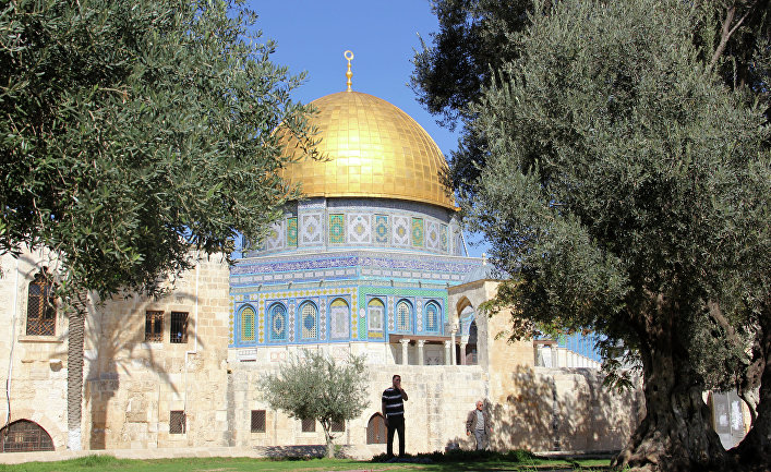 Неменее 50 человек пострадали при столкновениях наХрамовой горе вИерусалиме