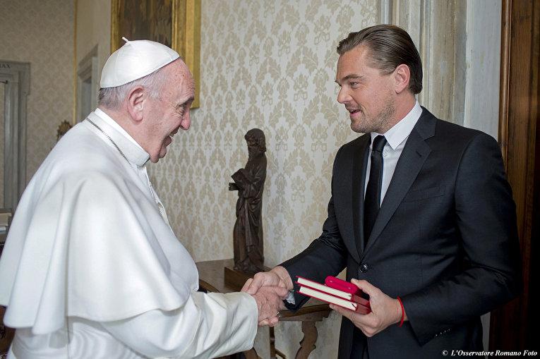 Актер Леонардо Ди Каприо и Папа Римский Франциск в Ватикане