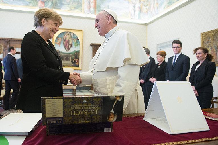 Папа Римский Франциск и Канцлер ФРГ Ангела Меркель в Ватикане