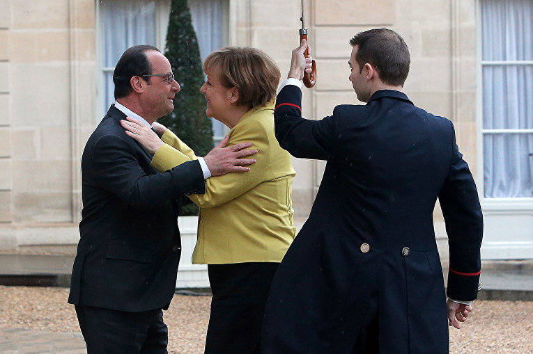 Ангела Меркель и Франсуа Олланд перед встречей в Париже
