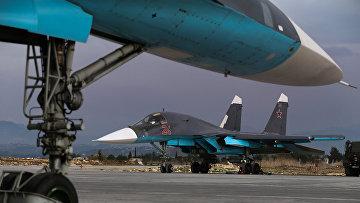 Российские бомбардировщики Су-34 на военной базе Хмеймим в Сирии