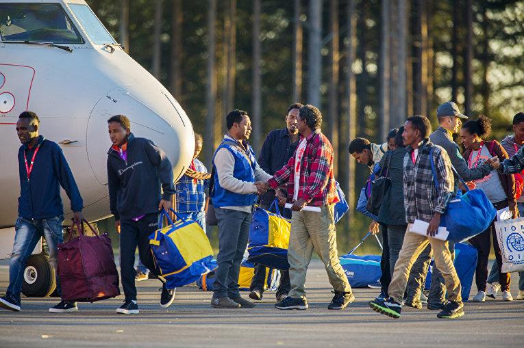Image result for беженцы аэропорт