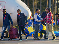 Беженцы из Эритреи в аэропорту города Каллакс