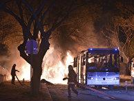 Пожарные тушат пожар, возникший после взрыва в Анкаре, Турция