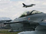 Турецкие истребители F-16 во время учений «Анатолийский орел» на авиабазе в Конье, 2009 год