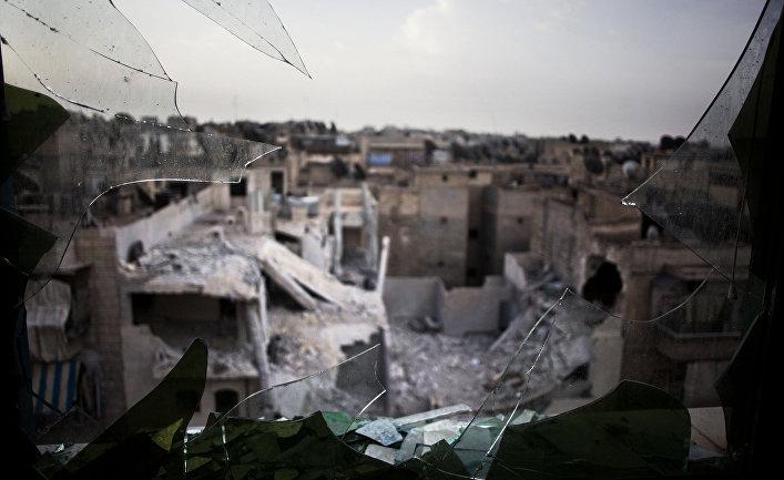 Руины города Алеппо, вид из разбитого окна