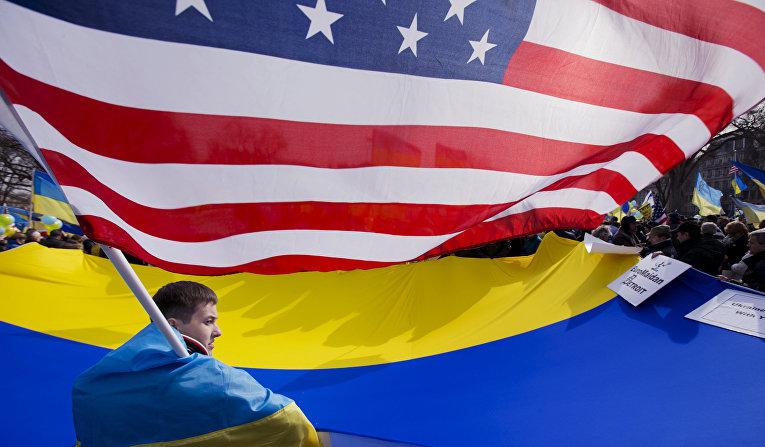Акция против российского вмешательства на Украине перед Белым домом в Вашингтоне