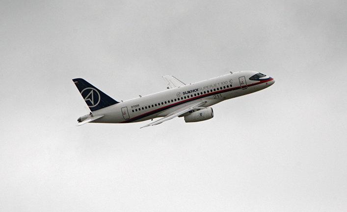 Самолет Сухой Суперджет 100