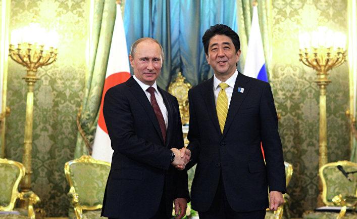 Президент РФ Владимир Путин во время встречи в Кремле с премьер-министром Японии Синдзо Абэ