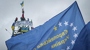 Сторонники евроинтеграции Украины во время митинга на площади Независимости. Архивное фото