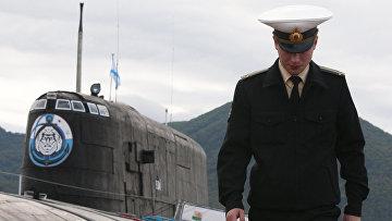 """Офицер у атомной подводной лодки проекта 949А """"Антей"""" в Вилючинске"""
