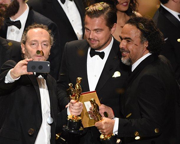 Леонардо Ди Каприо, Алехандро Гонсалес Иньярриту и Эммануэль Любецки на 88-й церемонии вручения премии Оскар в Голливуде
