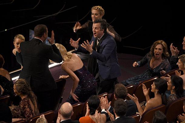"""Команда фильма """"В центре внимания"""" на 88-й церемонии вручения премии Оскар"""
