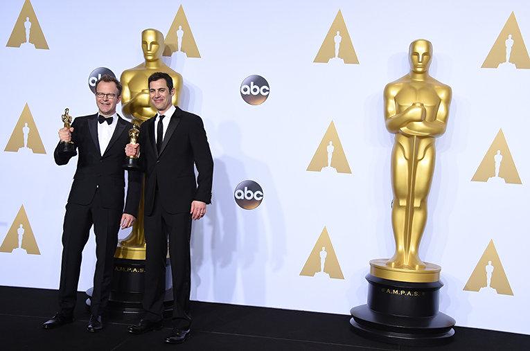 Том Маккарти и Джош Сингер на 88-й церемонии вручения премии Оскар