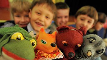 Дети на дополнительном занятии в театральной студии