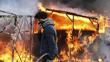 Беспорядки в лагере мигрантов возле Кале, Франция