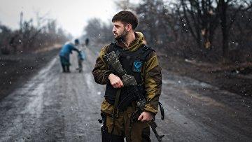 Ополченец Донецкой народной республики (ДНР) в Чернухино Донецкой области