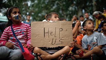 Дети на акции протеста беженцев в городе Эдирне, Турция
