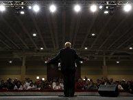 Кандидат-республиканец Дональд Трамп выступает на праймериз в Южной Каролине