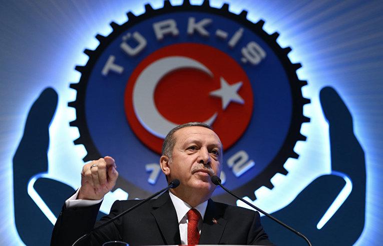 Президент Турции Реджеп Тайип Эрдоган на встрече с представителями профсоюзов