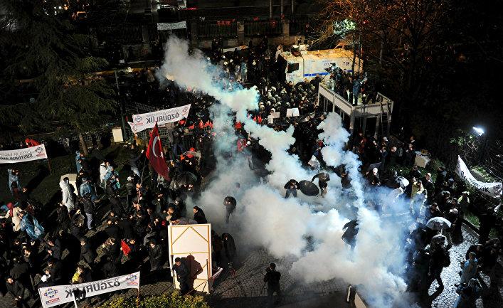 Разгон турецкой полицией протестующих сотрудников оппозиционной газеты Zaman