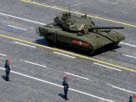 """Танк Т-14 на гусеничной платформе """"Армата"""" во время военного парада в ознаменование 70-летия Победы в Великой Отечественной войне"""