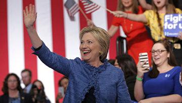 Кандидат в президенты США от демократов Хиллари Клинтон на встрече со своими сторонниками во Флориде