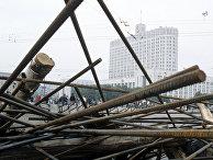 Баррикады перед зданием Верховного Совета РСФСР