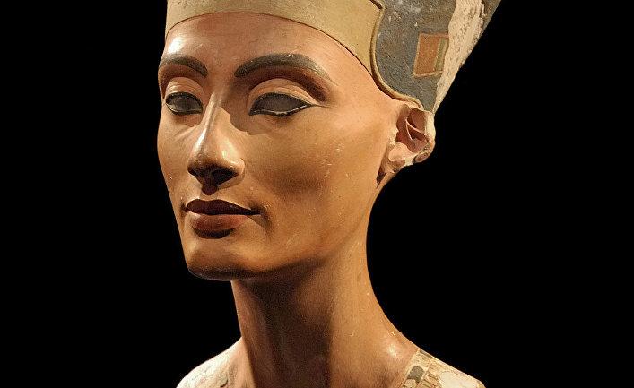 Фотография бюста Нефертити в берлинском Новом музее.