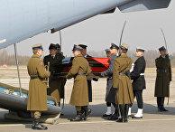 Тело президента Польши Леха Качиньского, погибшего в результате авиакатастрофы в Смоленской области, отправлено в Варшаву