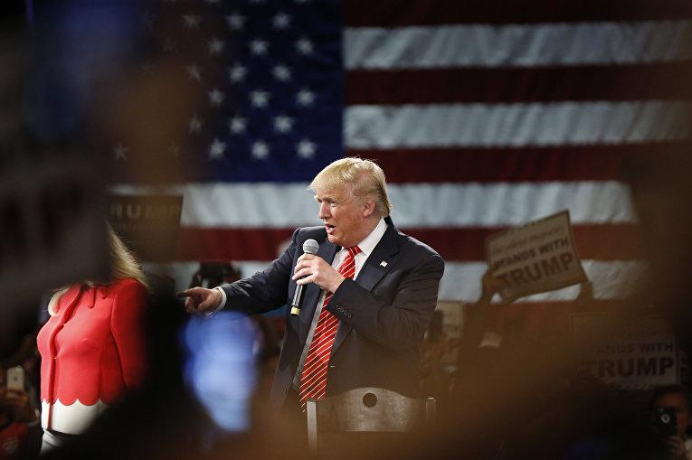 Кандидат в президенты США Дональд Трамп выступает в городе Тампа во Флориде