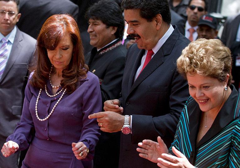 Президент Аргентины Кристина Фернандес де Киршнер, президент Боливии Эво Моралес, президент Венесуэлы Николас Мадуро и президент Бразилии Дилма Русеф