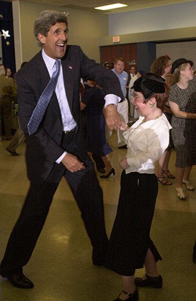 Джон Керри танцует свинг