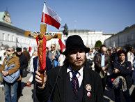 Церемония, посвященная пятой годовщине катастрофы под Смоленском, у президентского дворца в Варшаве
