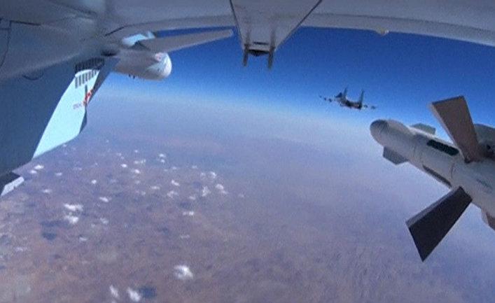 Самолеты российских Воздушно-космических сил во время боевого вылета