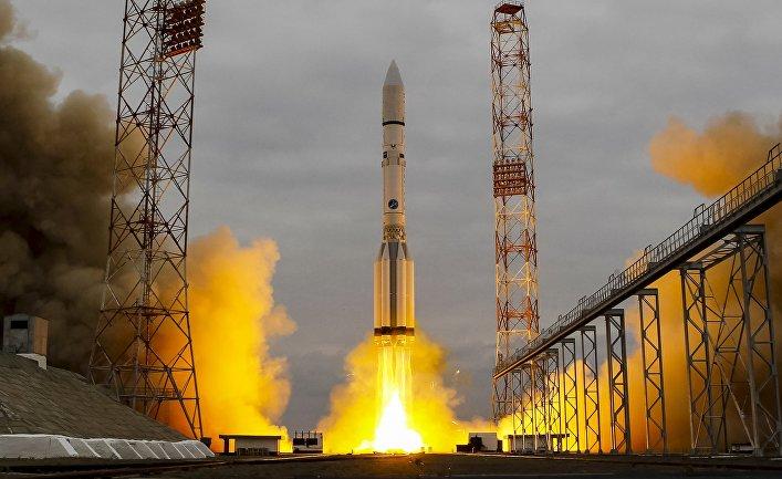 "РКН ""Протон"" с космическим аппаратом миссии ExoMars - 2016 во время старта с космодрома Байконур"