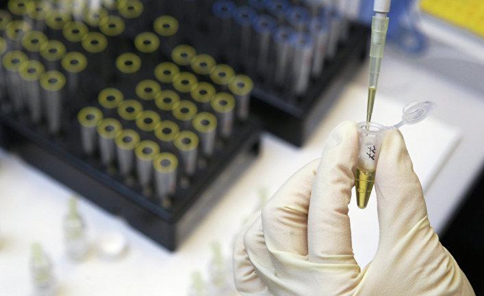 Процедура определения гормона роста в сыворотке крови в лаборатории анализа пептидного допинга.