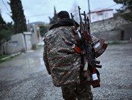 Солдат из Нагорного Карабаха в городе Мардакерт в Азербайджане