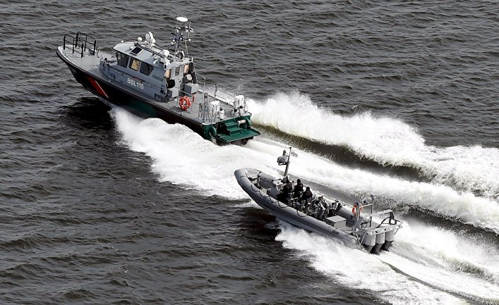 Финские катера пограничной охраны патрулируют воды рядом с Хельсинки