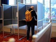 Избиратели во время голосования об ассоциации Украины с ЕС в Амстердаме