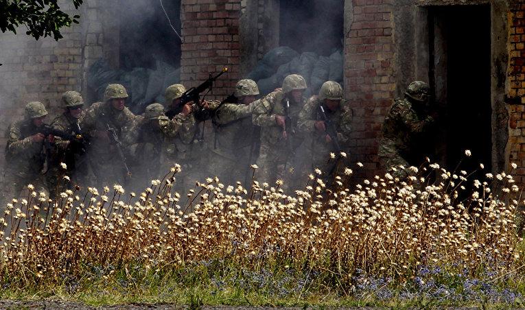 Грузинские солдаты во время учений Agile Spirit 2015